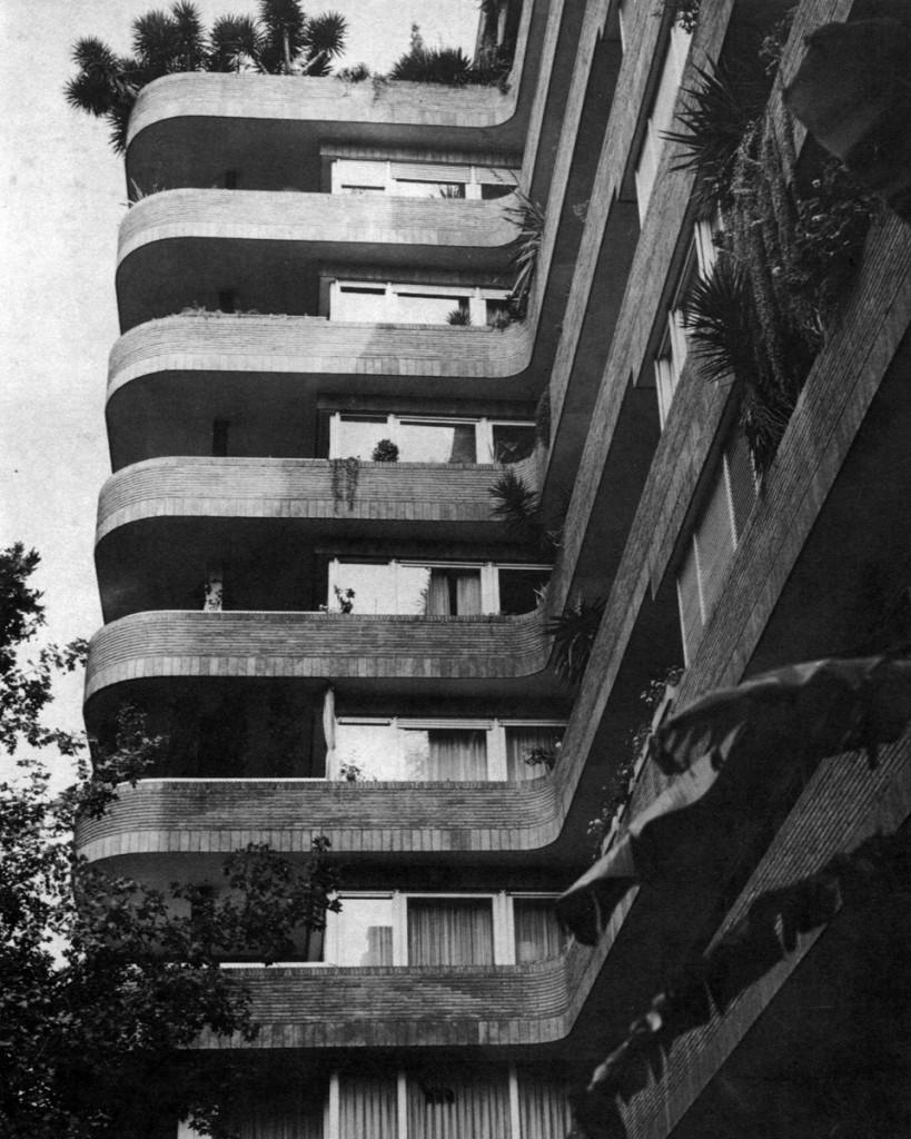 J.A.Coderch - Edificio c/Amigó. Detalle del retranqueo