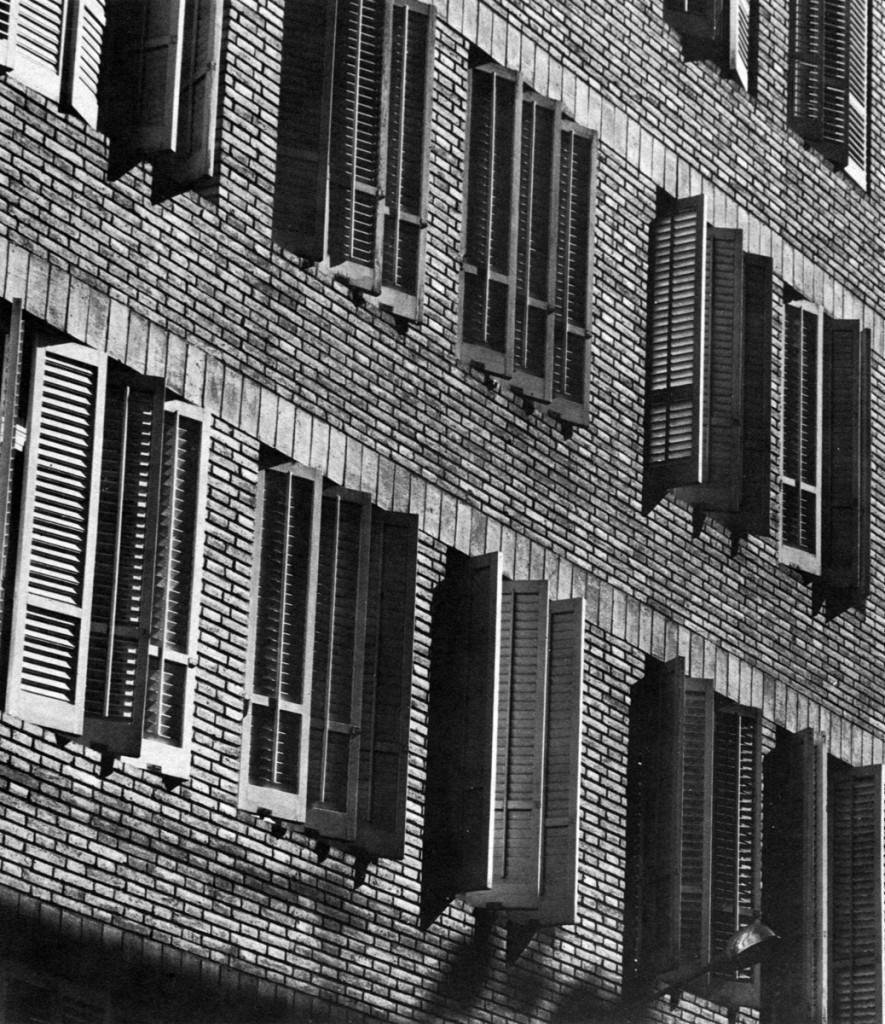 J.A Coderch - Edificio c/Encarnació. Fachada oeste
