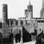 Plaza de Berenguer en 1960. El edificio de viviendas ha sido sustituido por una recreación gótica.
