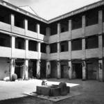 El Corral del Carbón de Granada tras la restauración realizada por Leopoldo Torres Balbás entre 1929 y 1931, quien previamente había realizado los trámites para que el edificio pasara a propiedad pública. (Archivo del Patronato de la Alhambra y Generalife/ F-7298)