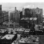 Vista aerea de Chicago, con el Auditorium Building a la izquierda