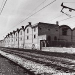 V'ías del ferrocarril frente a las magn'ficas naves industriales de Crédito & Docks, un proyecto del arquitecto El'es Rogent i Amat (1821-1897). Noviembre 1987.