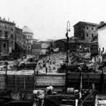 Demoliciones para aislar el Teatro de Marcelo, 1926. Apertura de la actual avenida que une el teatro con el monumento a Vittorio Emanuele.