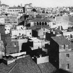 Imagen anterior a los derribos para descubrir-reconstruir los foros de Trajano y Augusto, 1925.