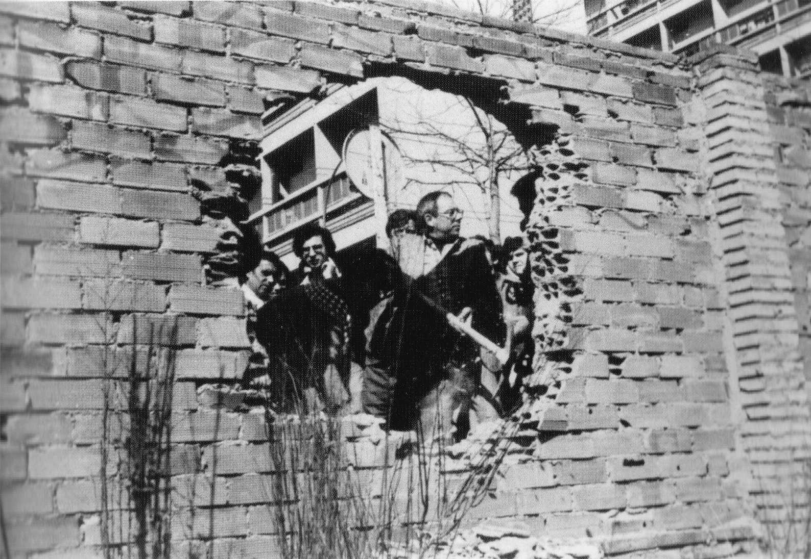 Vecinos del puerto ocupan los terrenos de Can Sabaté en 1979. Fuente: FAVB. 1970-2012: 40 anys d´acció veïnal. Quaderns de carrer. Editorial Mediterrània. Barcelona, 2010.