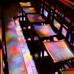 Colores en el interior de una inglesia de la provenza francesa
