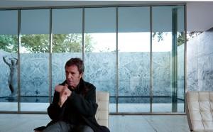 Toni Mira al pavelló Mies van der Rohe