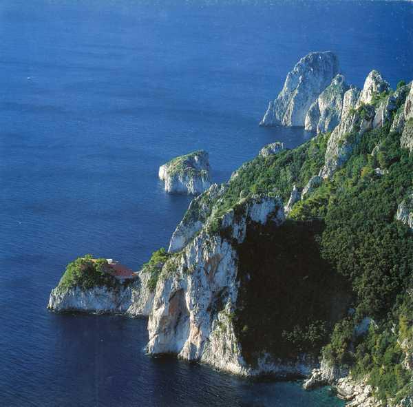 Todas las imágenes extraídas del libro Casa Malaparte Capri, de Gianni Pettena. cop Le Lettere (1999) 18 | 19